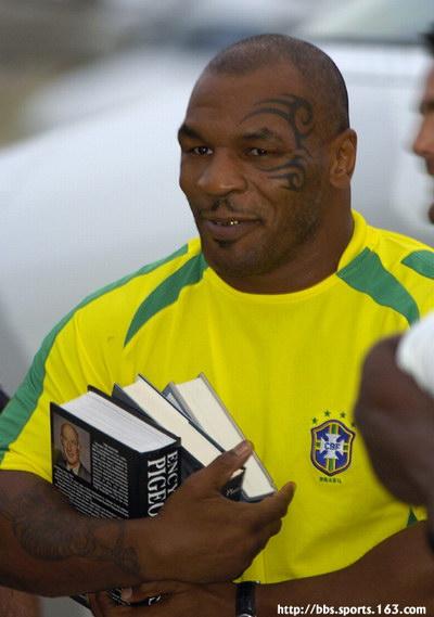 来看看泰森穿上巴西队服是啥样子?