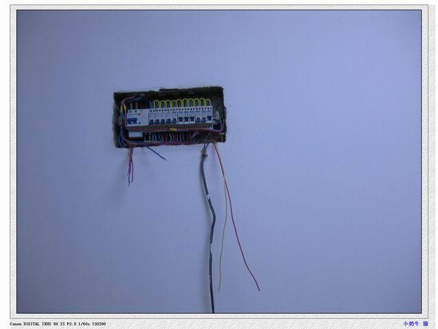 电工弄电表箱和弱电箱