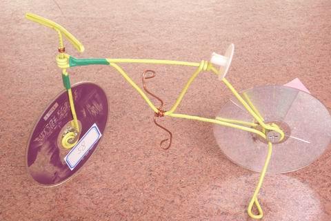 铅丝和光盘的自行车图片