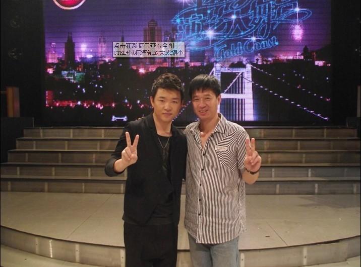 乐博琴行刘凯老师与当红歌手同台演出图片