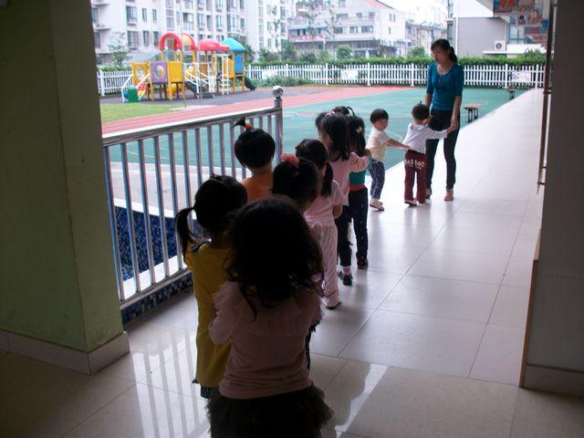 小班歌曲我上幼儿园_小班益智区自制玩具