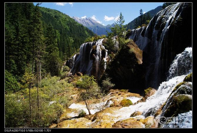 完整的原始森林和高山沸,热,温,冷泉为一体构成的综合型旅游风景区.