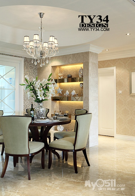 找TY34设计是因为同事三年前家里面装修就是找他们设计的、经过同事的热情介绍,房子的设计也交给了TY34。朴园小高层顶楼190平方复式的房子,原来的结构是楼下三个房间一个餐厅加一个客厅,楼上一个房间。在设计的时候,原先挑空的客厅为了实用搭建了一个房间作为卧室。目前家里面暂时就三个人居住,二楼并没有使用,所以毕业照只拍了楼下的部分。  原始的结构,一楼有一个入户花园在进户门的左手,后面是厨房,但是厨房有点小,在设计过程中,TY34的方案敲掉了厨房与入户花园之间的墙体,扩大了厨房,缩小了入户花园,而原来的入户
