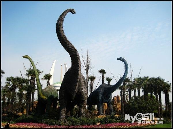 项目增加了以恐龙为主题的,参与性,科技性,娱乐性较强的项目:疯狂火龙