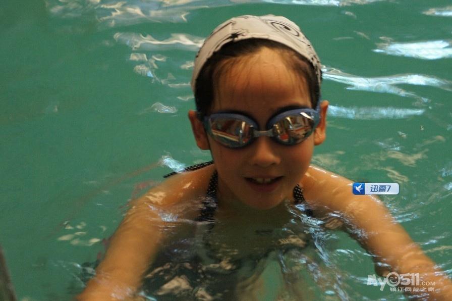 百姓话题 03 儿童游泳班探营   今天送女儿去学游泳,征得教练同意