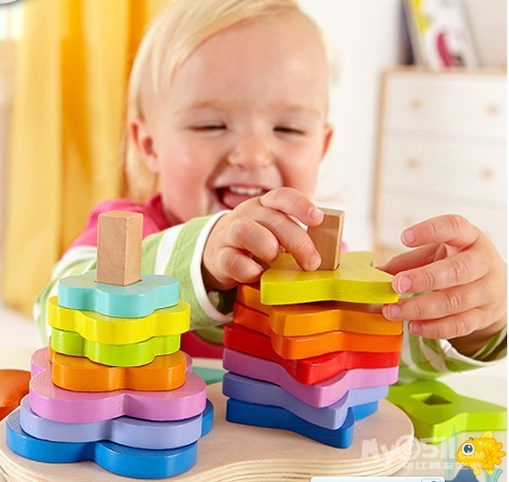 小朋友玩玩具_小朋友玩玩具简笔画