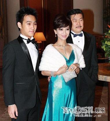 56岁赵雅芝的三个儿子 - 茶余饭后 - 梦溪论坛 镇