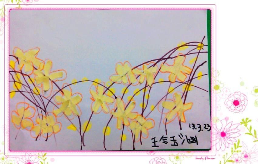 春天是迎春花迎接来的 ,金灿灿的花朵开满花枝,远看就