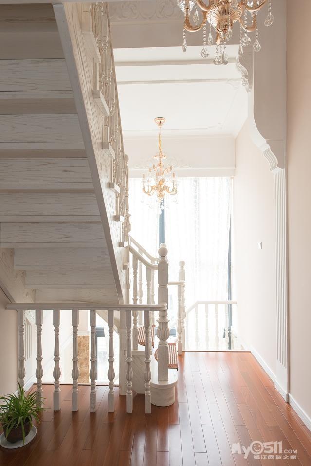 欧式楼梯下柜子