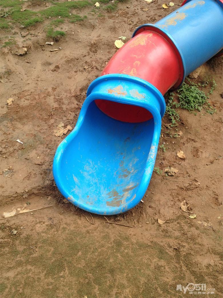 南山西入口内儿童游乐场里的圆桶滑滑梯已经修复好了 百姓话题 梦溪高清图片