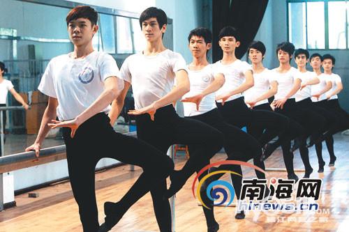 2013暑期男生舞蹈队训练花絮