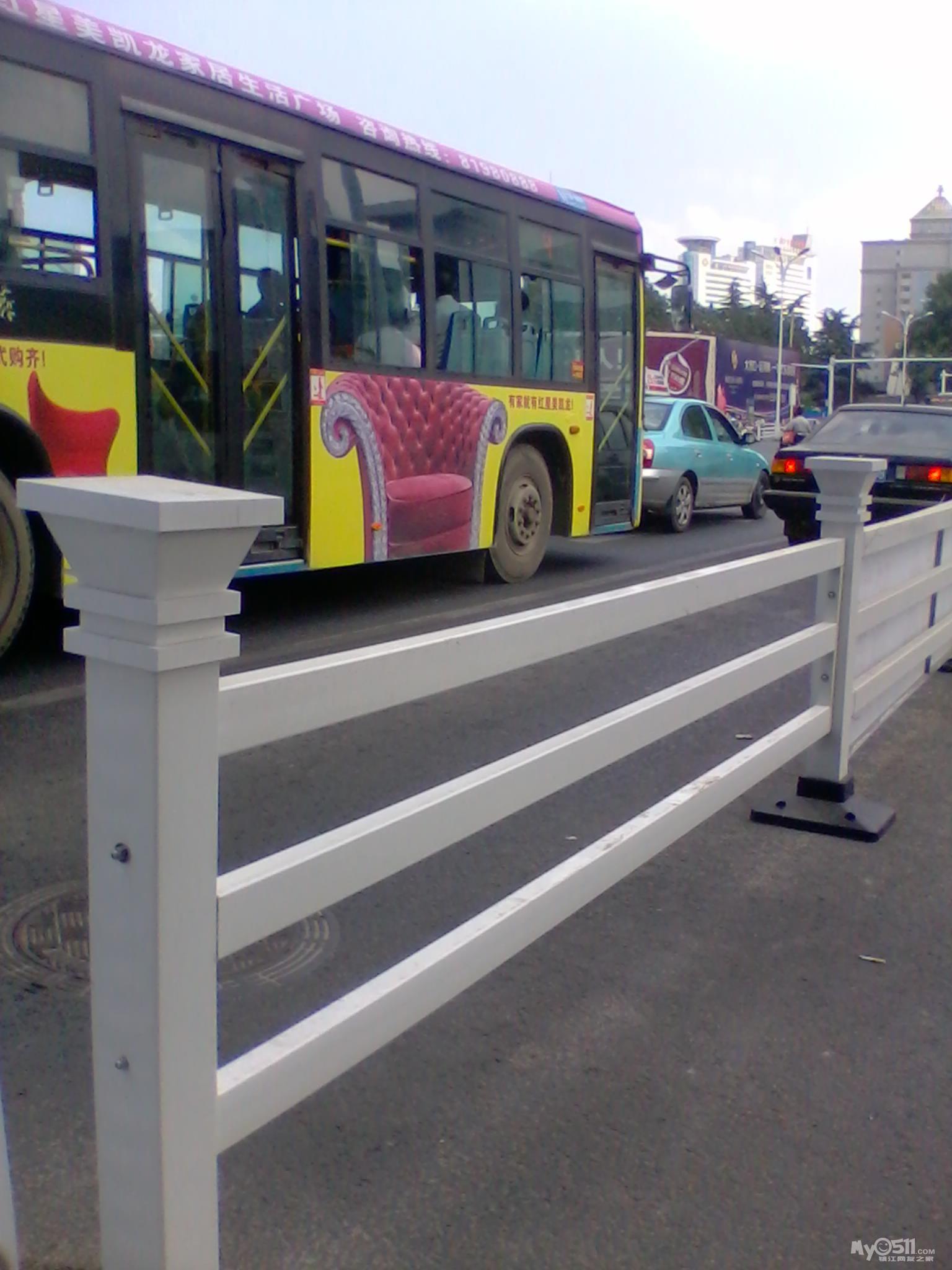 改建中的中山路人行道栏杆有问题 高清图片