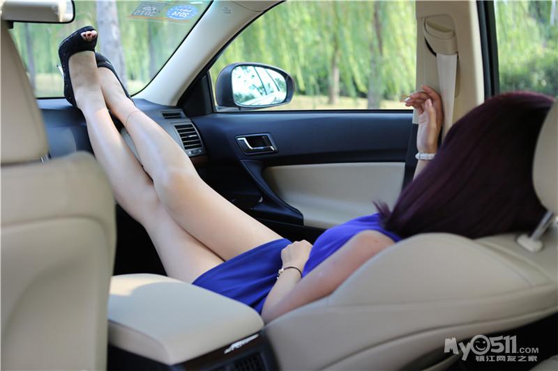 网友做车模第三期 蓝衣美女 锐 显锋芒