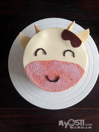 这款蛋糕是一个小朋友的生日蛋糕