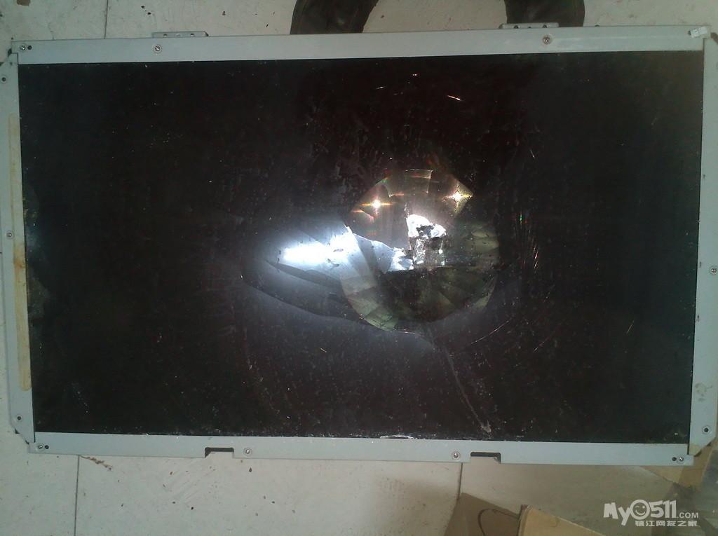 液晶显示屏,32寸液晶电视碎屏尸体