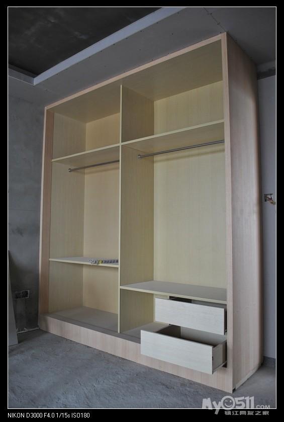 求助衣柜上面的石膏线条开裂的弥补办法