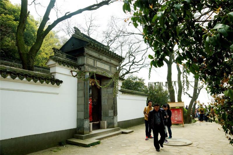 2014年4月1日于无锡太湖三仙岛--月老祠   所属相册:无锡太湖仙岛