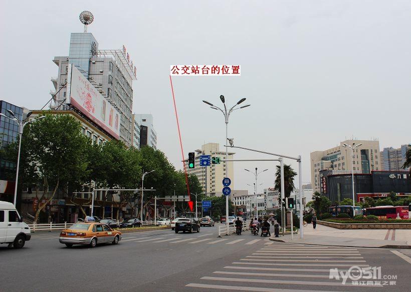 镇江火车站北广场的绿化带