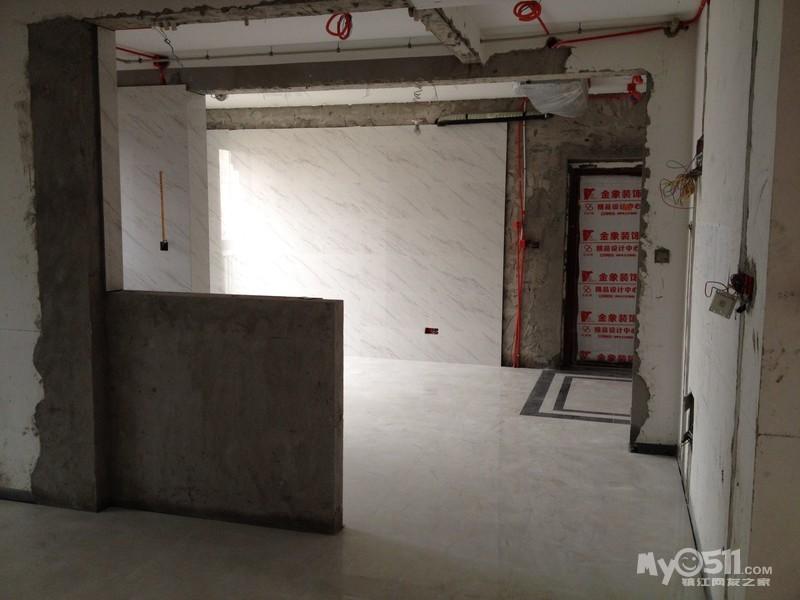 请忽略楼主用全景拍摄把客厅电视背景墙拍的歪了~不过这张高清图片