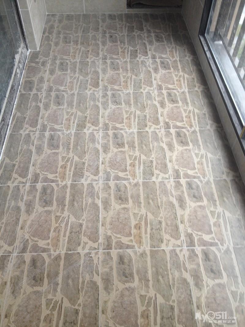 阳台也很不错~我们的地砖铺好效果也是相当赞~再一次证明高清图片