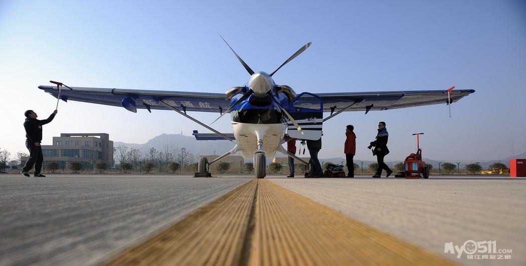 """美国产""""大棕熊""""单引擎飞机~(好像是叫这个名字)"""