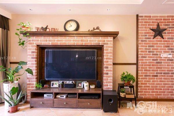 这个田园风格电视墙设计就是设计成欧式传统壁炉造型