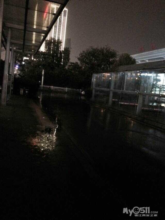 敢问火车站南广场的管理者们 节日里的火车站