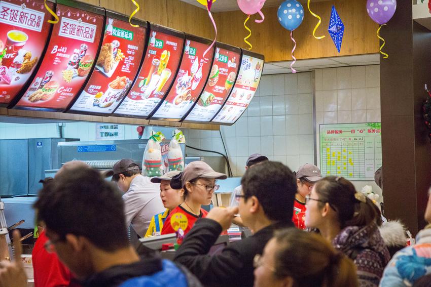 KFC圆梦计划活动汇报 圣诞啵兔和依依一家人的故事 总会有些梦想,