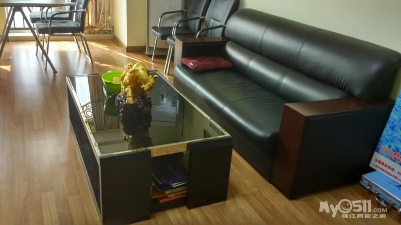 办公室装修 低价转让 沙发茶几和2张办公桌 9成新 非诚勿扰 电话