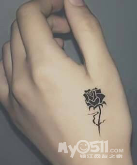 女生纹身别人会怎么看呢,我手上和脚踝明显位置都有