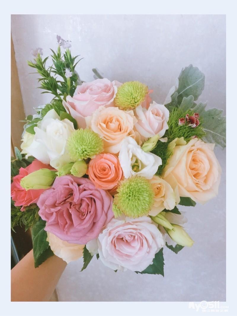 花艺课堂分享 私任定制手捧花 闻着花香 满满的幸福感