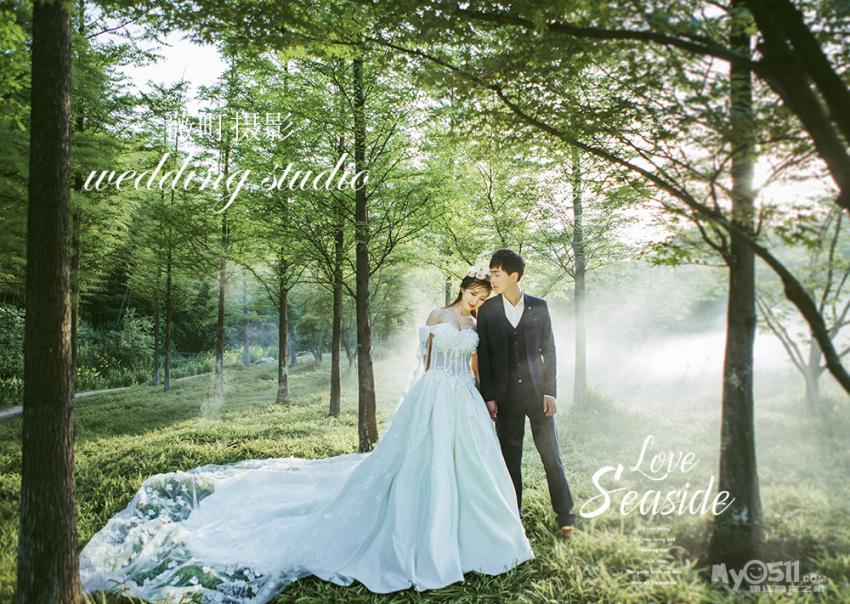 你可以选择一处隐秘的小森林,穿上洁白的婚纱,来一组森系的清新照片图片