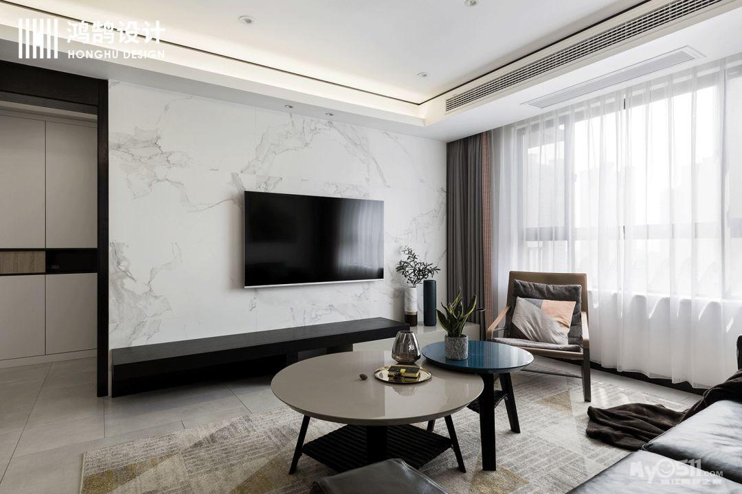 白色的大理石上墙,作为电视背景墙,和整体的氛围,交相辉映.